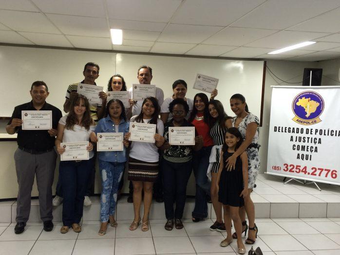 """Formandos do curso """"Em Defesa da Paz"""" recebem certificados"""