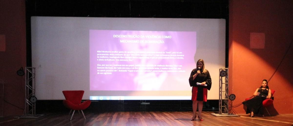 Delegada Valeska Basílio palestra no 6º Encontro de Mulheres de Maracanaú